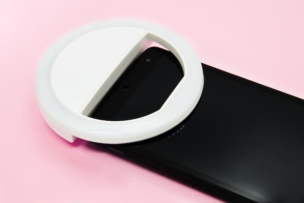 파스텔 핑크 스마트 폰의 led 셀카 원형 링 조명 램프