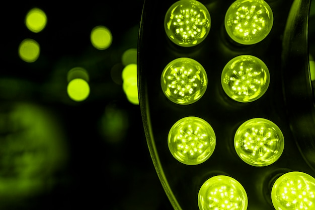 ボケ味を背景に緑色のledライト