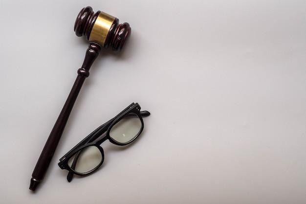법률 및 망치 개념