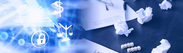 法的概念。最後の意志を書くための手順。テーブルの上に証のある紙。最後の遺言と遺言の登録。 Premium写真