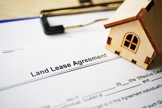Юридический документ акционерного соглашения на бумаге крупным планом