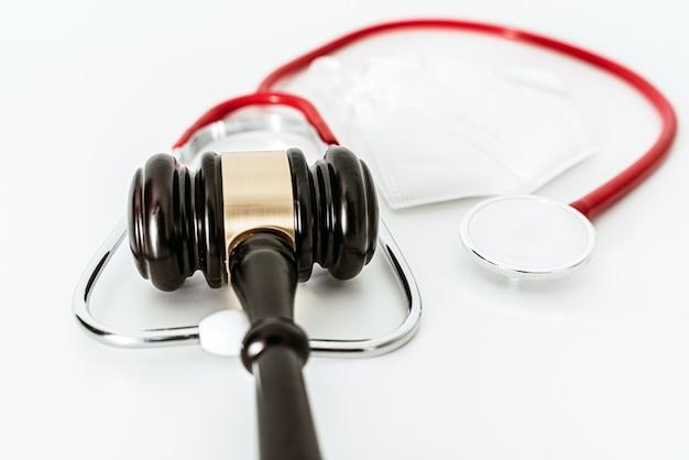 米国の健康危機における医療保険会社の法的問題。