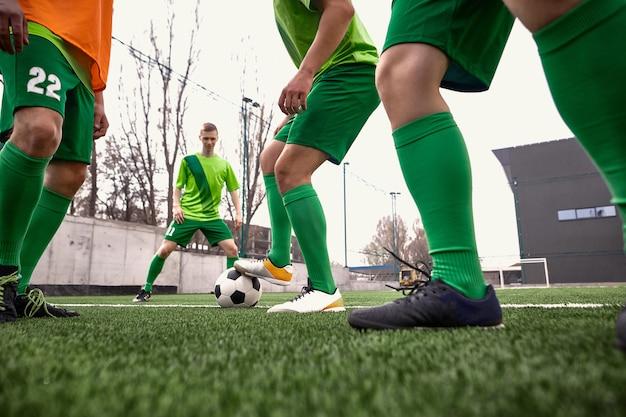 Gambe del calciatore di calcio