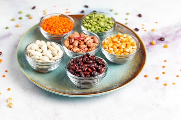 豆類と豆の詰め合わせ。ヘルシーなビーガン プロテイン食品。
