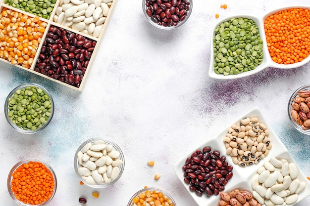 Assortimento di legumi e fagioli. alimento proteico vegano sano.