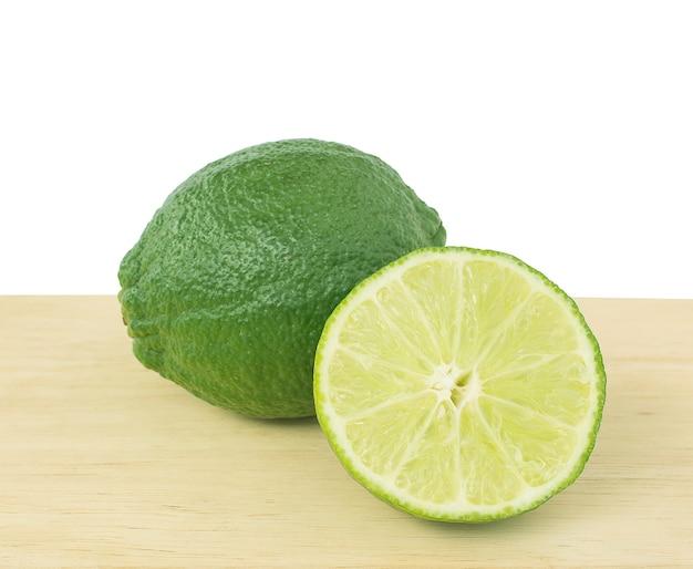 木製のレモングリーンスライス