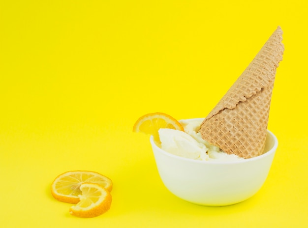 レモンアイスクリームボウル