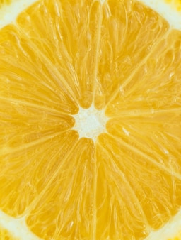 Лимон в разрезе на желтом фоне