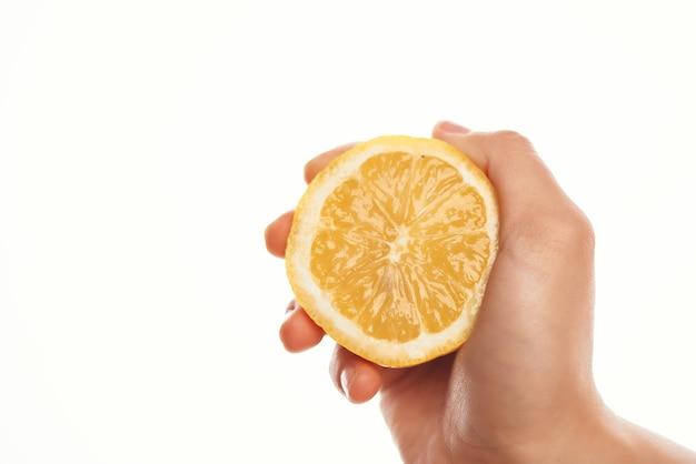 手にレモンフルーツ健康調理食品