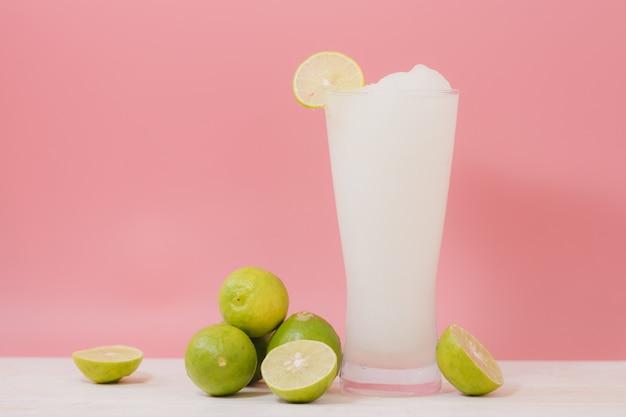 Лимонный сок . Premium Фотографии
