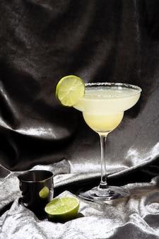 Лимонный коктейльный напиток маргарита