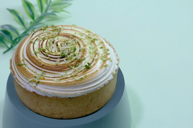 레몬 파이 녹색 배경 선택적 초점