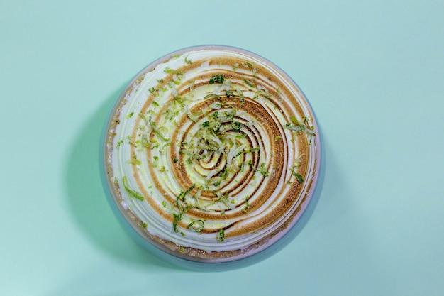 레몬 파이 녹색 배경 평면도