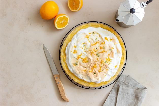メレンゲとレモンパイ。タルト。ベーカリー製品。デザート。
