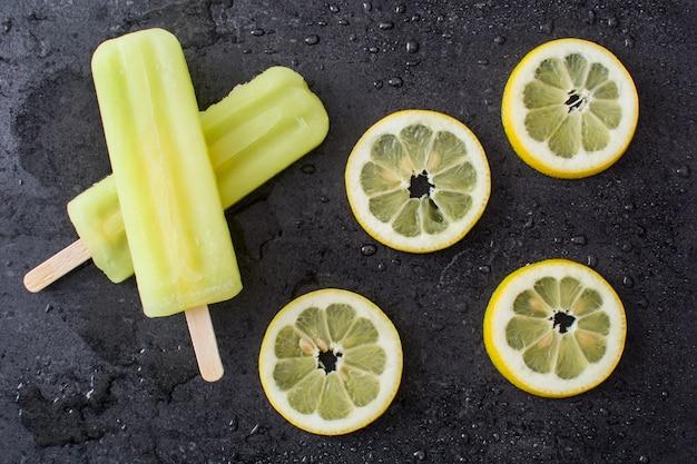 レモンアイスキャンデーとレモンフルーツ