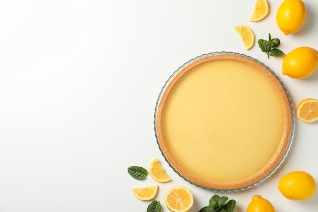 레몬 타르트, 민트, 레몬 흰색 배경, 평면도