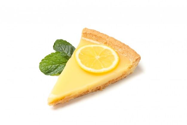 레몬 타르트 슬라이스와 민트 흰색 배경에 고립