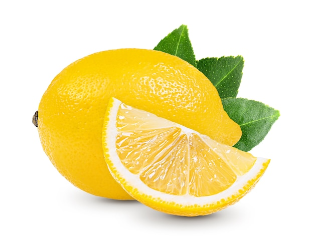 Лимон с листьями, изолированных на белом фоне