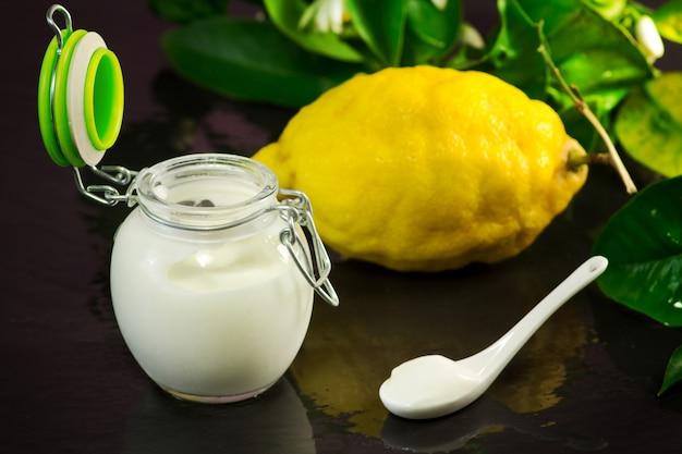 Lemon yogurt with fruit