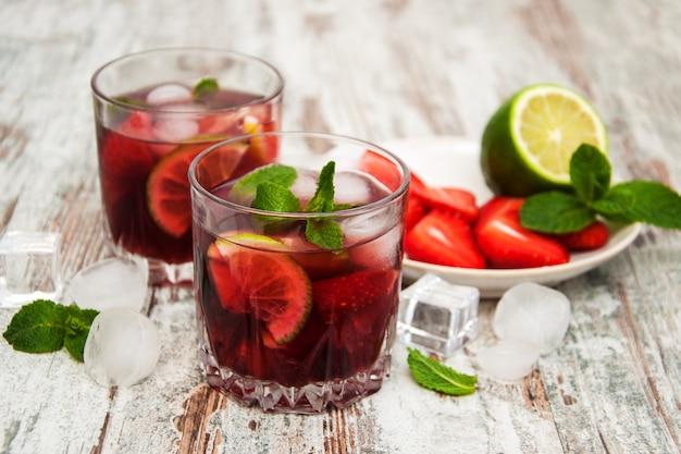 Lemonade with srtawberries