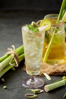 Miele di citronella e succo di limone prodotti alimentari e bevande dall'estratto di citronella concetto di nutrizione alimentare.