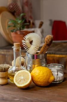 Лимоны и композиция из миски