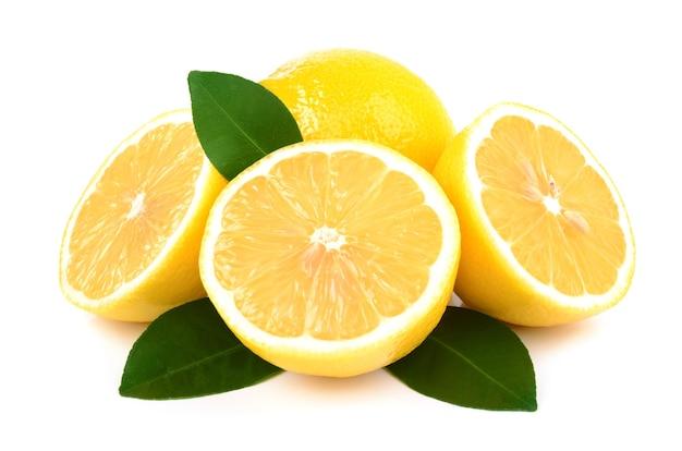 Лимоны, изолированные на белом фоне