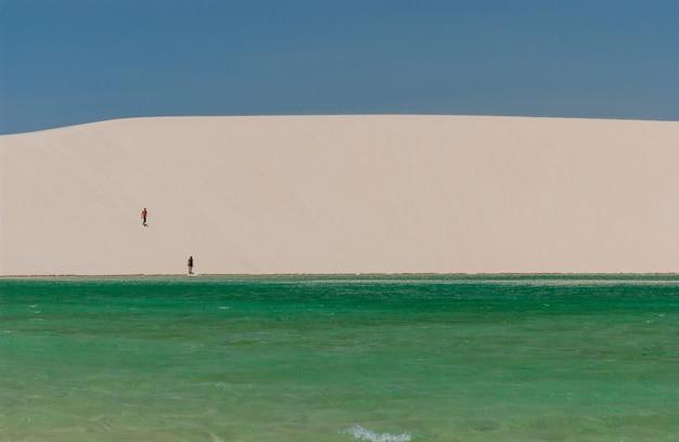 レンソイスマラニャンセス国立公園マラニャンブラジル白い砂丘と季節のラグーン