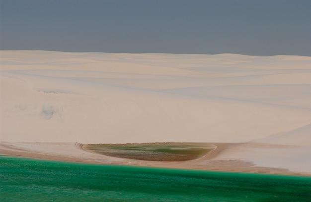 レンソイスマラネンセス国立公園マラーニョブラジル白い砂丘と季節のラグーン
