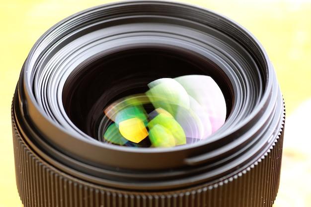 Объектив с цветным отражением фото
