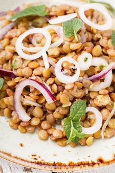 Lentils with onion and mint dressing
