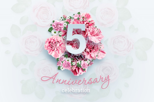 Lettering 5 numbers and anniversary celebration text on pink flowers