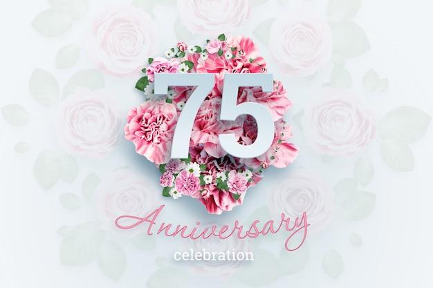 ピンクの花に75の数字と記念日のお祝いのテキストをレタリングします。