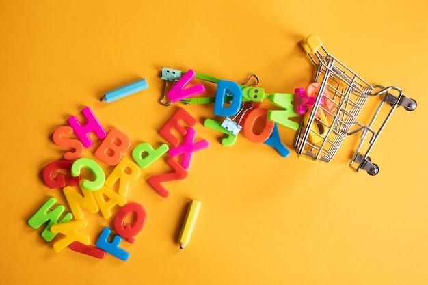 편지는 바구니에서 흩어져