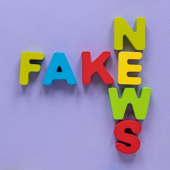 가짜 뉴스 메시지를 형성하는 편지