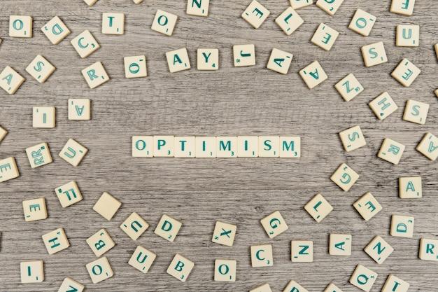 Письма, формирующие слово оптимизм