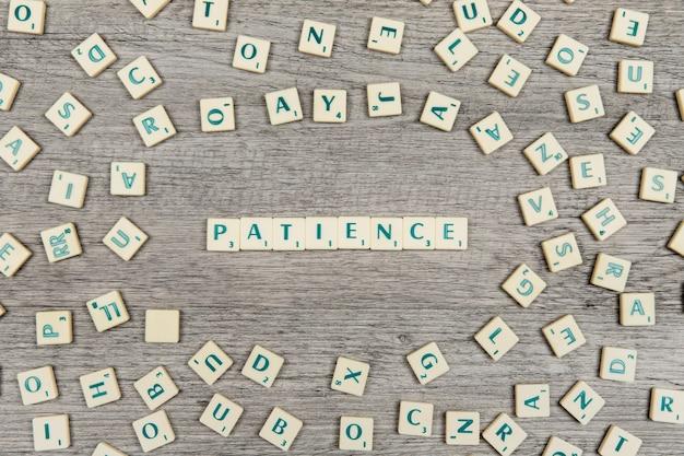 Lettere che formano la parola pazienza