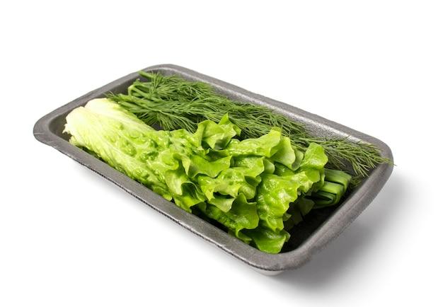 흰색 배경에 컨테이너에 양상추, 딜, 녹색 양파. 신선한 채소. 생태 학적 식품, 적절한 영양