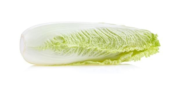 白で隔離されるレタスの葉