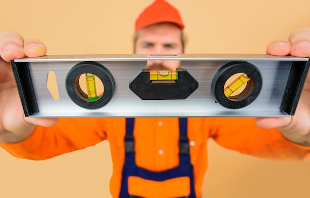 Инструмент уровня ударопрочный уровень концепция строительства ремонт строительных работ ремонтное здание