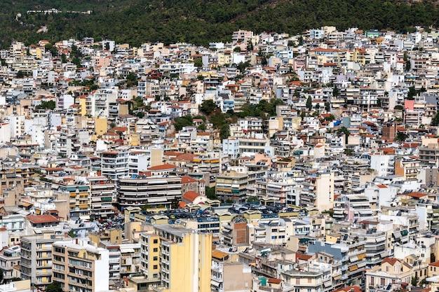 Livelli di più edifici residenziali e statali a kavala, grecia