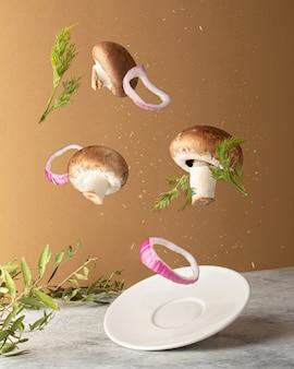 양파와 딜로 버섯의 공중 부양