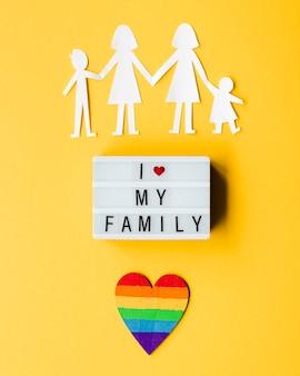 黄色の背景にlgbt家族の概念