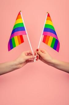 手波ゲイプライドlgbt虹色の旗