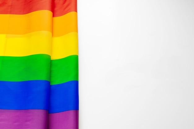 白で隔離lgbt虹色の旗