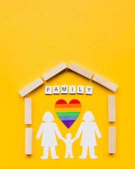 黄色の背景にlgbt家族概念の構成