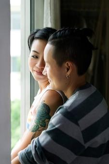Lgbtアジア系レズビアンカップル