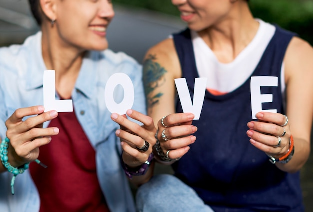 Lgbtアジアのレズビアンカップル