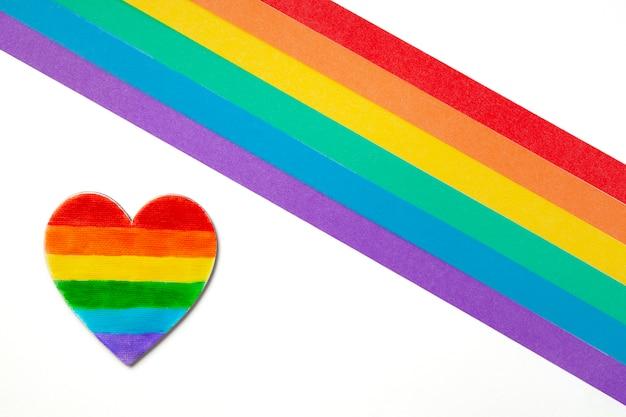 Lgbtゲイプライドの虹色の縞模様のシンボル。コピースペース