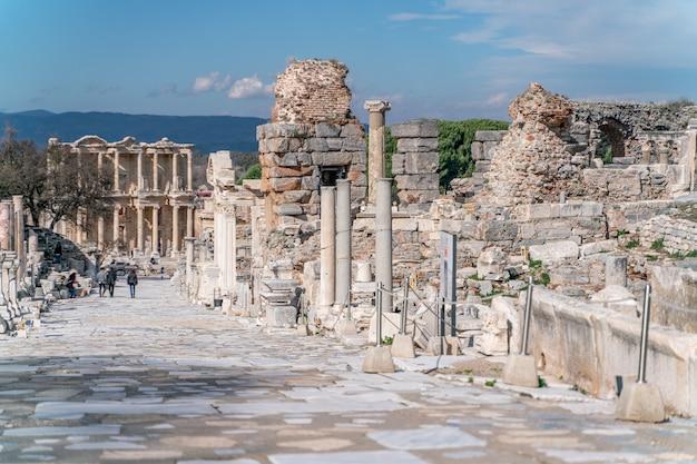 고대 도시 에페수스에 있는 켈수스 도서관 터키 에베소는 유네스코 세계 문화 유산입니다